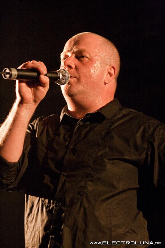 Konzertfotos Vnv Nation Faith Power Amp Glory Tour 2009